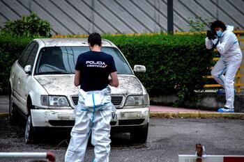 Examinan el coche del sospechoso del crimen de los Barrio