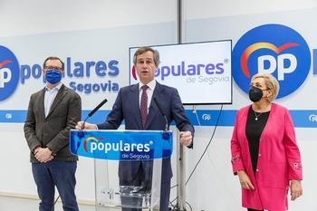 Antonio González Terol, hoy, en la sede del PP de Segovia, junto a Javier Maroto y Paloma Sanz.