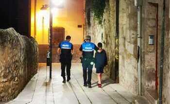 El menor ha sido trasladado a dependencias policiales hasta la llegada de su madre.
