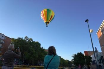 Los globos salpican el cielo en homenaje a Diego Criado