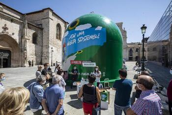 Un contenedor inmenso para concienciar sobre el reciclaje