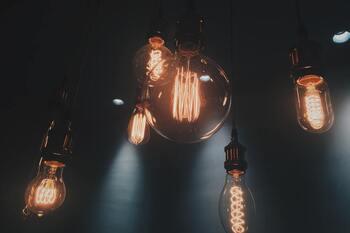Hágase la luz, y la luz se hizo… pero cada vez más cara