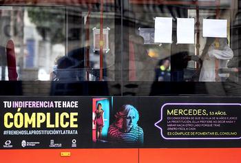 Retiran 2 carteles contra la explotación sexual por críticas