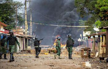 El líder opositor de Guinea ofrece apoyo a los golpistas