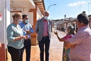 Iniesta recibe el apoyo de las instituciones tras la DANA