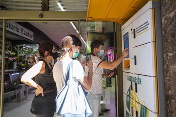 El Mercado El Corregidor instala taquillas refrigeradas
