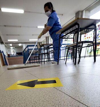 La limpieza covid en aulas se hará con un contrato temporal