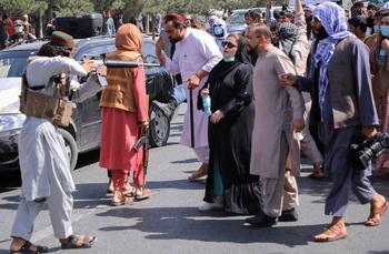 Los talibanes reprimen protestas en apoyo a la resistencia