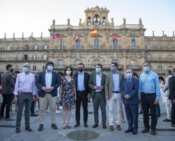 Casado cierra filas en Salamanca con los barones del PP