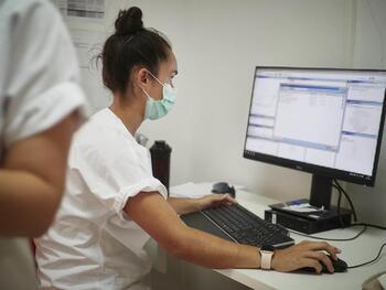 El Colegio de Médicos de Navarra convoca la Beca Senior 2021