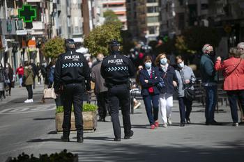 Jóvenes de 'botellón' agreden a agentes de la Policía