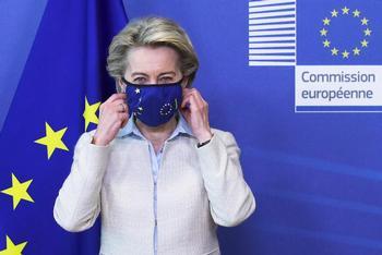 La UE se abre a debatir la suspensión de patentes de las vacunas