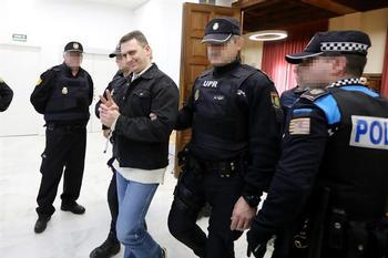Acusado de triple asesinato hiere a funcionarios de Dueñas