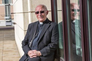 El obispo Atilano pone su cargo a disposición del Papa