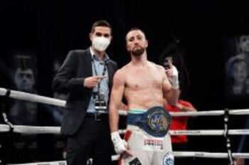Sandor Martín hace historia derrotando a Mikey García