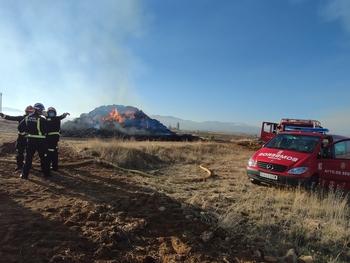Un fuego calcina 1.200 pacas de paja en Zamarramala