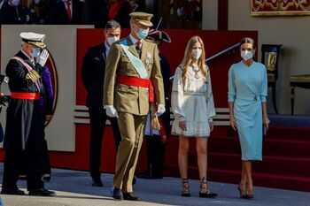 Aplausos y halagos al Rey en el desfile del 12-O