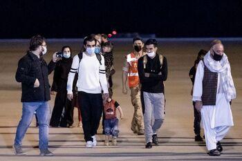Vuela a España el segundo avión con otros 160 afganos evacuados
