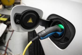 Renuevan el parque de vehículos municipal con 8 eléctricos
