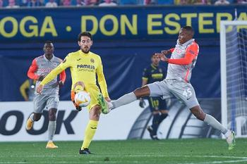 Gerard Moreno da el triunfo a un discreto Villarreal