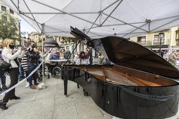 Niños y pianos protagonistas en las calles