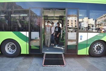 El nuevo bus a las pedanías reduce 5 veces sus emisiones