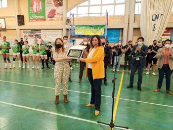 Ana Muñoz felicita al Balonmano Bolaños