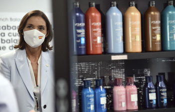 Reyes Maroto valora la contribución de L'Oréal en pandemia