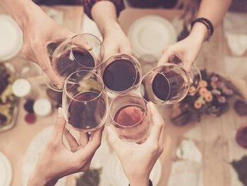 ¡Los mejores planes con vino y amigos!