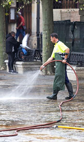 Urbaser refuerza la limpieza con un turno de tarde
