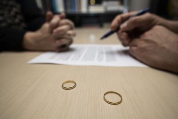 Los divorcios cayeron en 2020 por el descalabro de las bodas