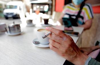 Madrid rechaza la prohibición de fumar en las terrazas