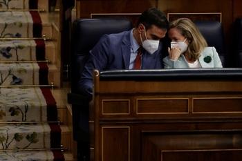 Sánchez apoya que Calviño negocie la reforma laboral
