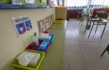 Suben a tres las aulas confinadas por Covid en Albacete