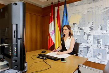 La consejera de Empleo e Industria de la Junta de Castilla y León, Ana Carlota Amigo, preside la reunión del Consejo Castellano y Leonés de Comercio.
