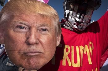 Twitter y Facebook aíslan a Trump