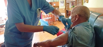 Ferial Plaza acoge una Unidad Móvil de Vacunación