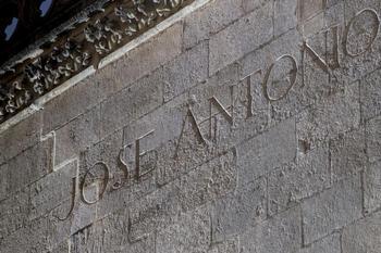 Letras en bronce taparán la inscripción de Primo de Rivera