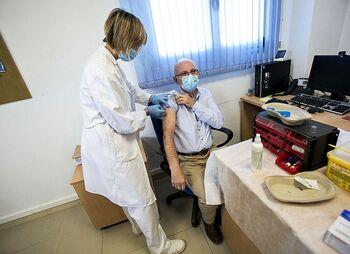 Sacyl intentará solapar las vacunas de la gripe y la covid