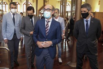 El consejero de Cultura y Turismo, Javier Ortega, participa en la reapertura e inauguración de los nuevos espacios expositivos del Museo Casa Botines Gaudí.