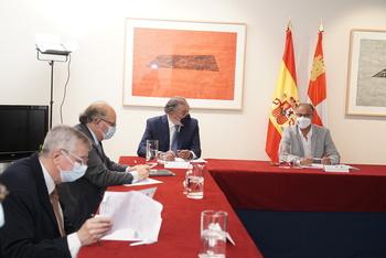 El presidente de las Cortes y de la Fundación de Castilla y León, Luis Fuentes, da la bienvenida y preside el encuentro de los miembros del Comité Científico del proyecto 'El tiempo de la libertad. Comuneros V Centenario'.