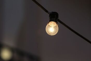 La luz tocará su tercera cota más cara de la historia