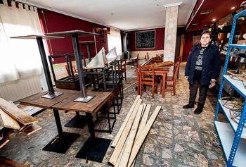 Destroza su bar porque la dueña del local no paga la reforma