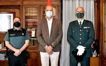 Juan Rodríguez recibe al nuevo comandante de la Benemérita