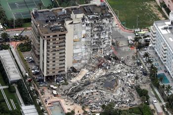 Suben a 4 los muertos por el derrumbe parcial en Miami Beach