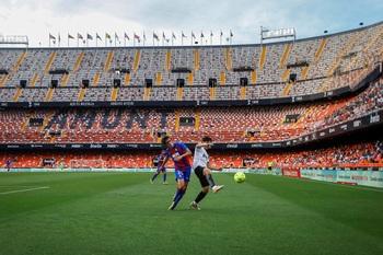 El Valencia manda a Segunda al Eibar
