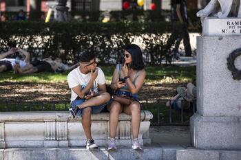 Madrid no se plantea volver a las mascarillas en exteriores