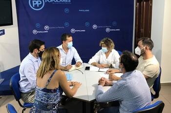 Velázquez se reúne con los concejales del PP de Talavera
