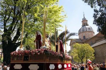 Con Semana Santa pero sin procesiones