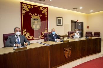El Ayuntamiento triplica las becas para jóvenes titulados